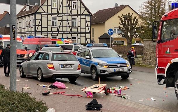 Из-за наезда автомобиля на карнавальное шествие в Германии пострадали более 30 человек