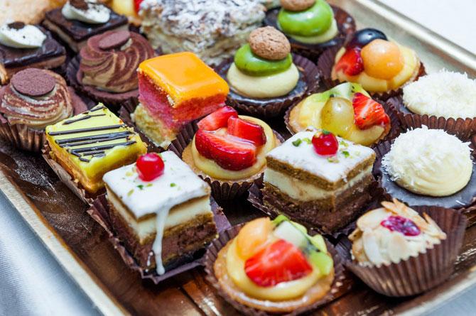 Диетологи из Франции объяснили, как есть сладкое и не толстеть