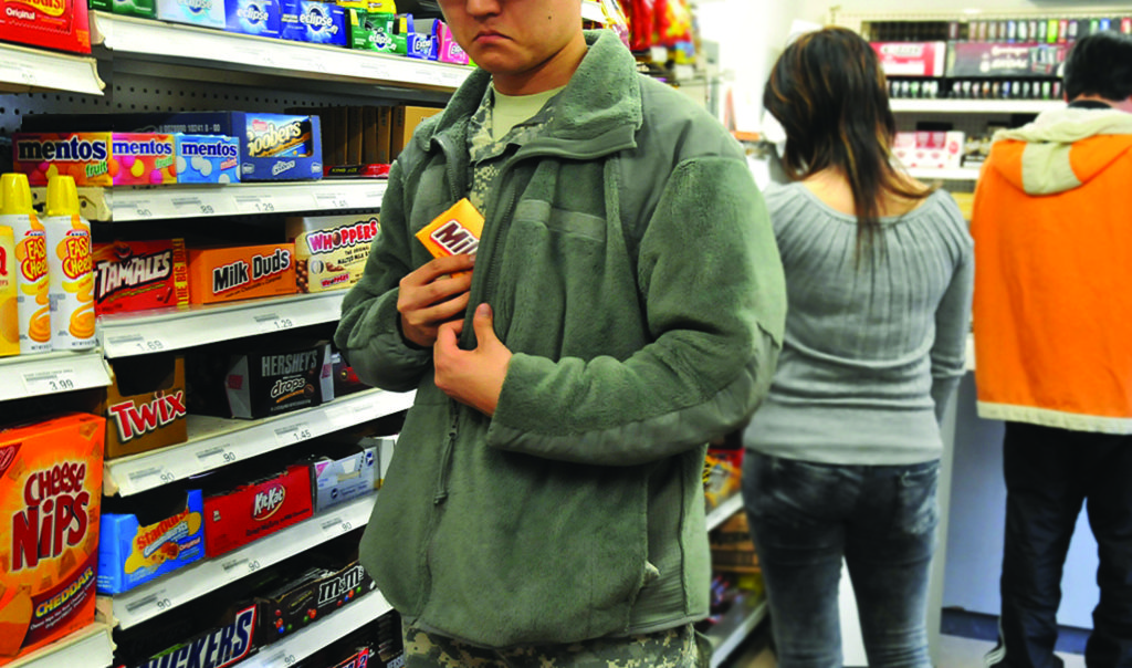 Житель Темиртау несколько дней воровал продукты из супермаркета