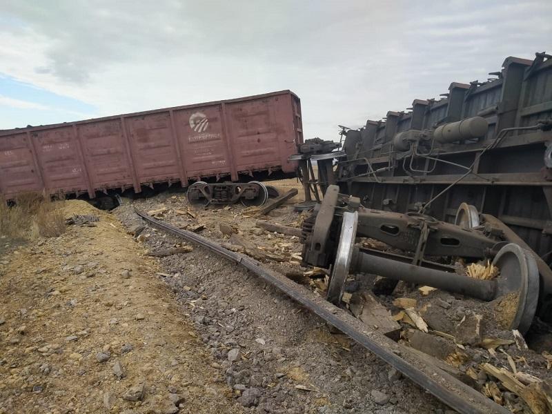 В Карагандинской области произошел сход восьми вагонов