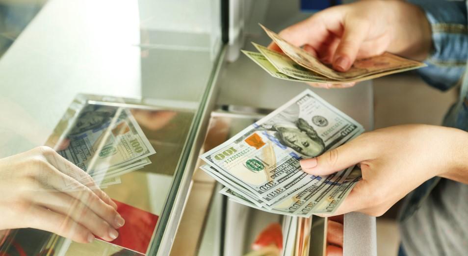 Из Казахстана за четыре месяца отправили в три раза больше денег, чем получили