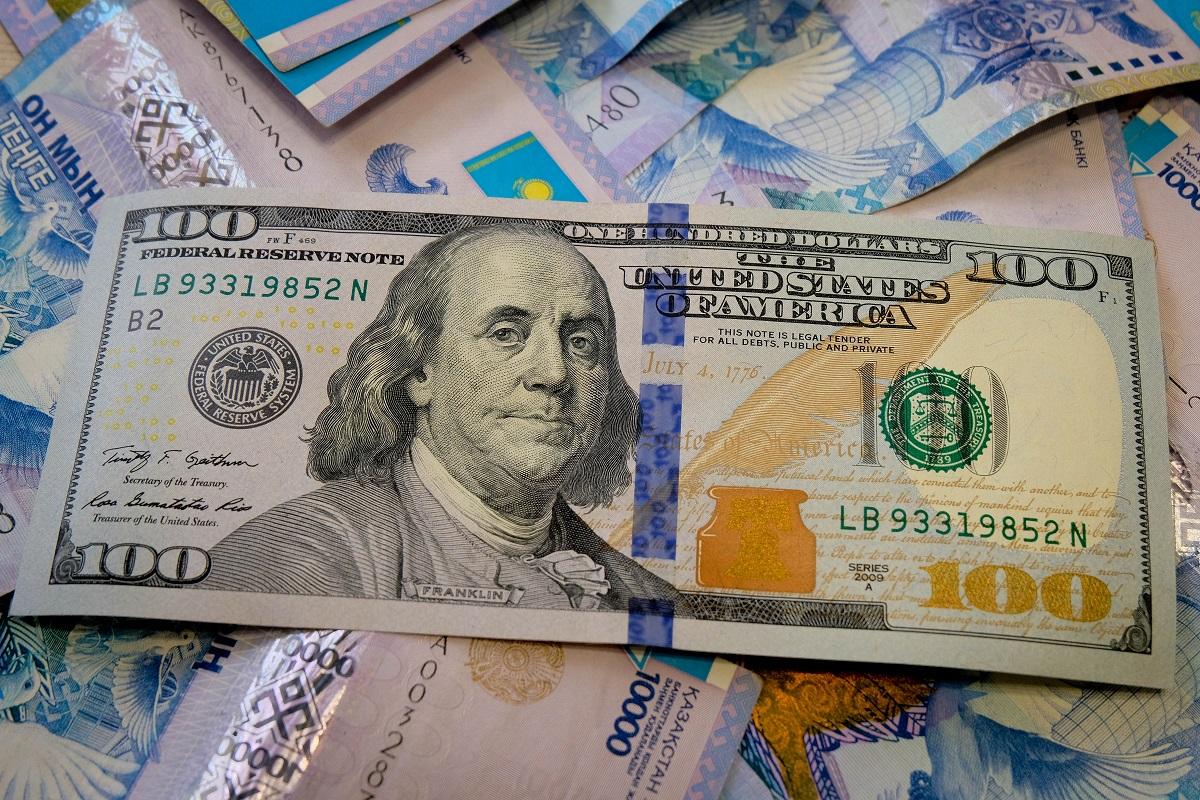 Чего стоит опасаться владельцам долларов