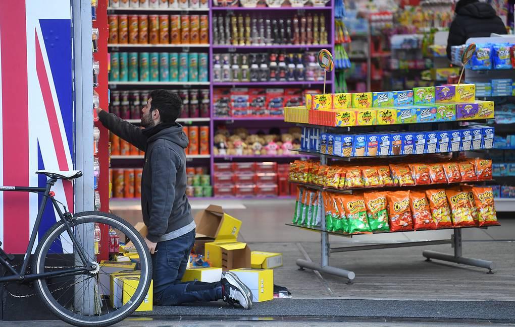 Власти Британии рекомендовали магазинам сделать запасы продуктов