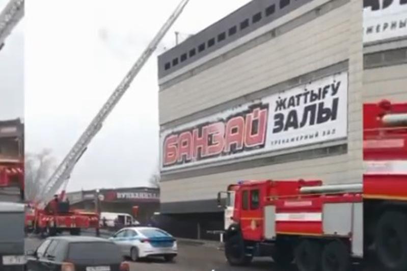 В Алматы в одном из ТРЦ произошел пожар