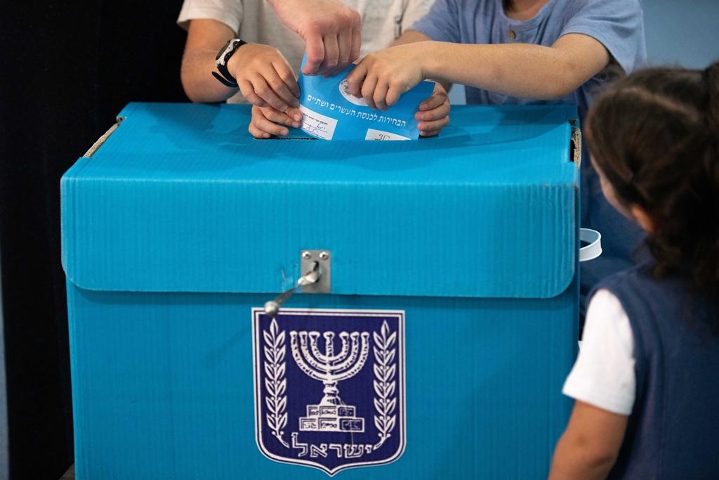 В Израиле открылись избирательные участки на парламентских выборах