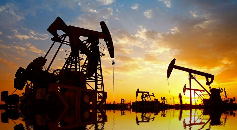 Нефть укрепляется вопреки экономическому шторму