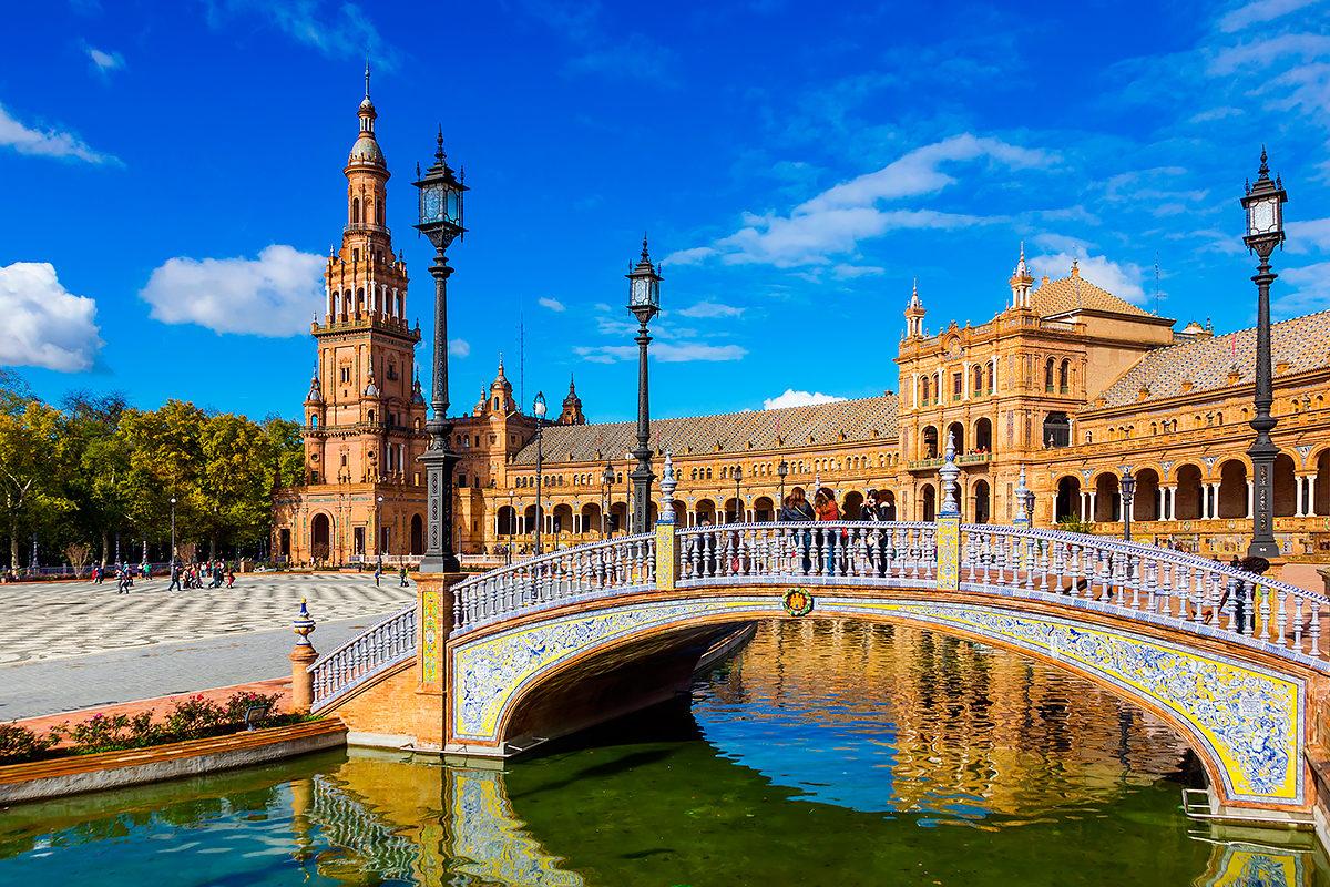 Испания начинает принимать туристов