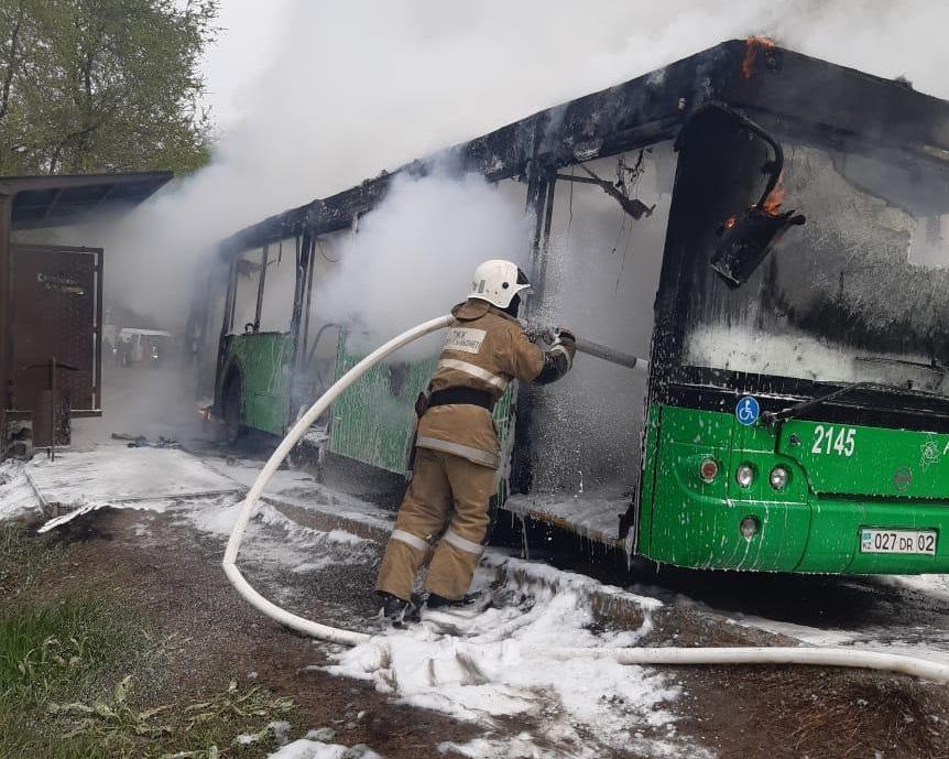 Алматыда жолаушылар автобусы өртенді