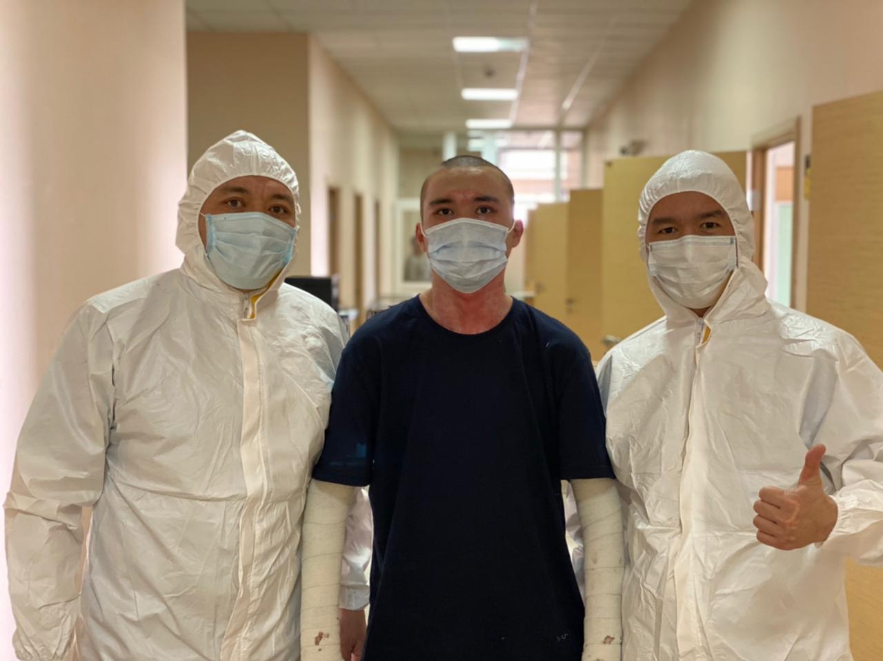 Алматыда денесінің 85% күйік шалған жігітке операция жасалды
