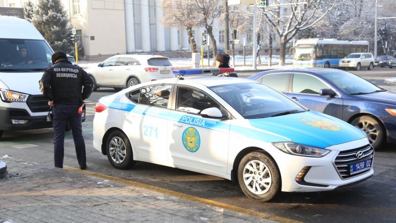 Полиция вступила в переговоры со стрелком, засевшим в элитном ЖК в Алматы