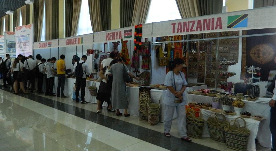 Африканцы увезли не проданные на ЕХРО бусы в ЮКО