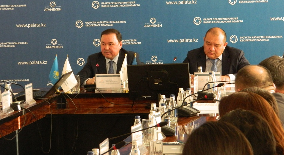 Болату Палымбетову рассказали о коррумпированных чиновниках в ЮКО