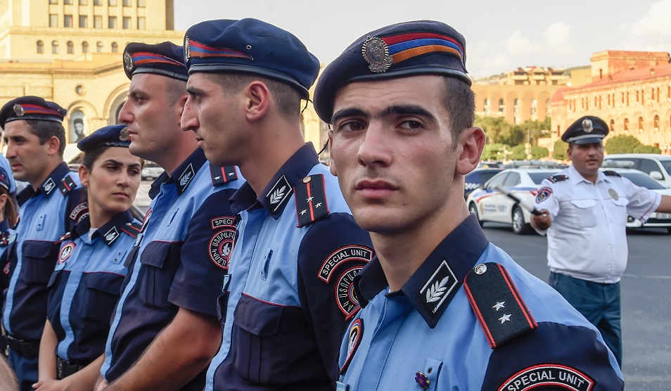 В Ереване захвачено здание полиции