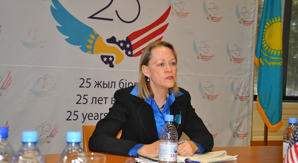 США предлагает Казахстану усидеть на двух стульях