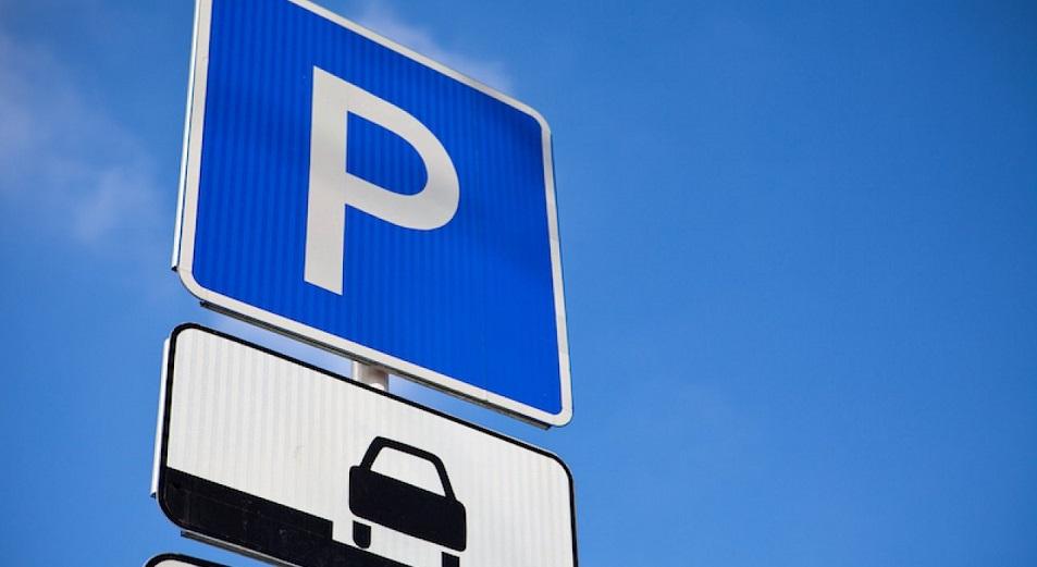 Левобережных научат платить за парковку под небом