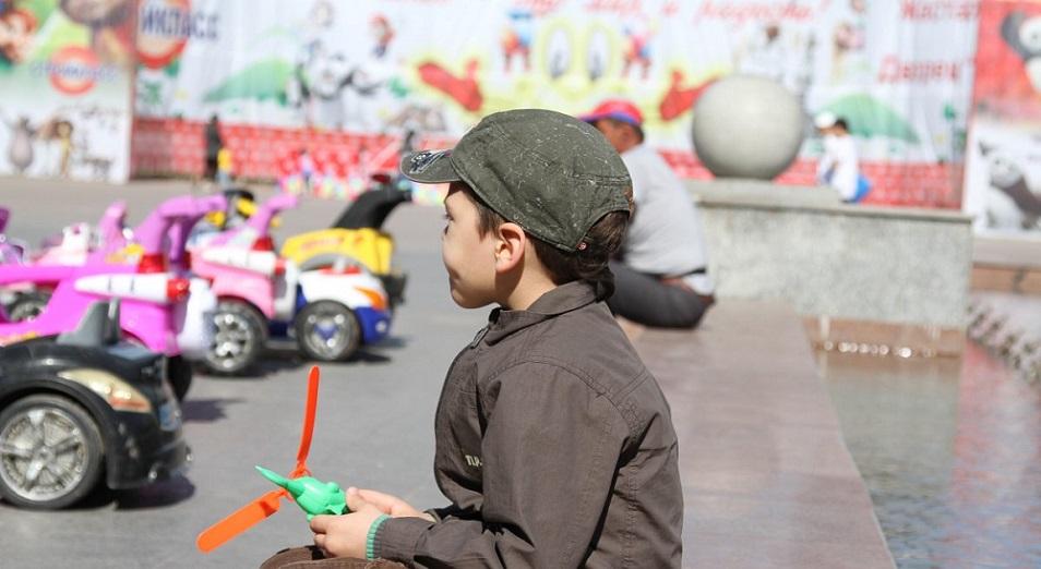 skolko-v-kazahstane-roditeli-tratyat-na-detej