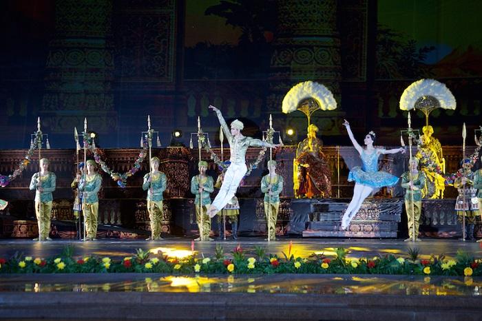 «Баядерку» перенесли из театра на городскую площадь