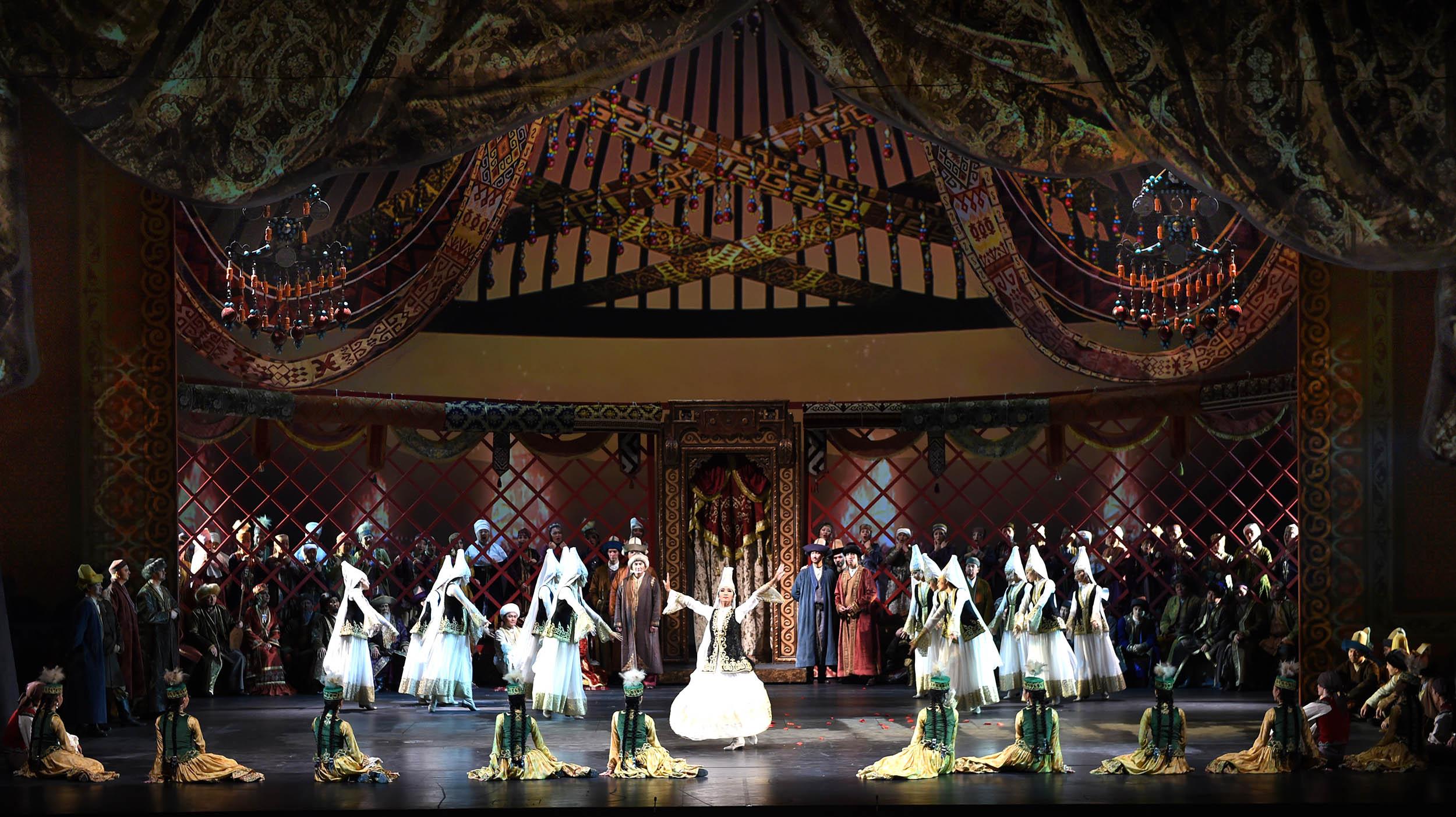Казахстанские звёзды оперы и балета выступили в Грузии