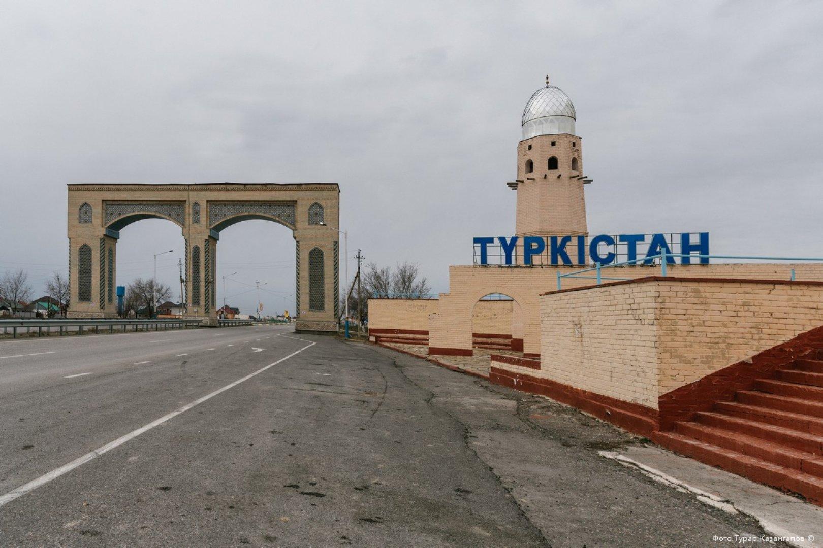 290 рабочих мест создали на заводах Туркестана