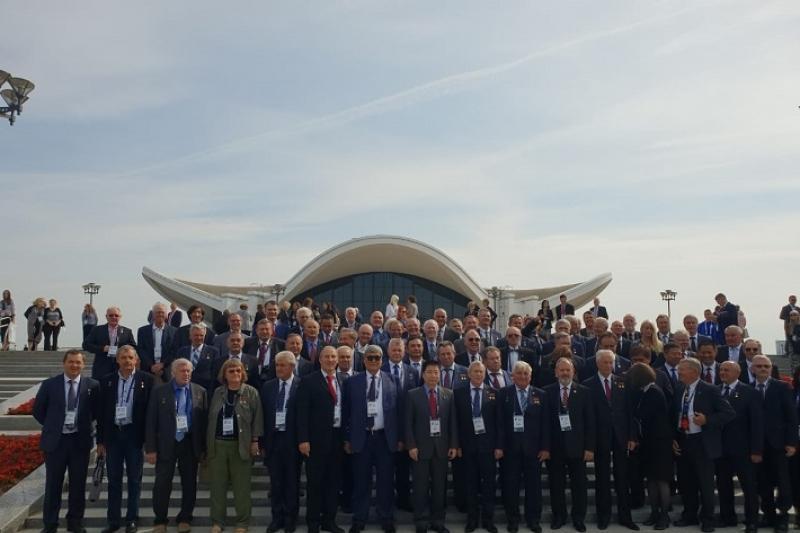 Казахстанские космонавты принимают участие в международном конгрессе в Минске