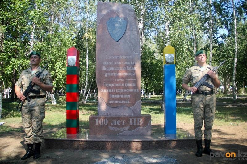 Памятник пограничникам установили в Павлодаре