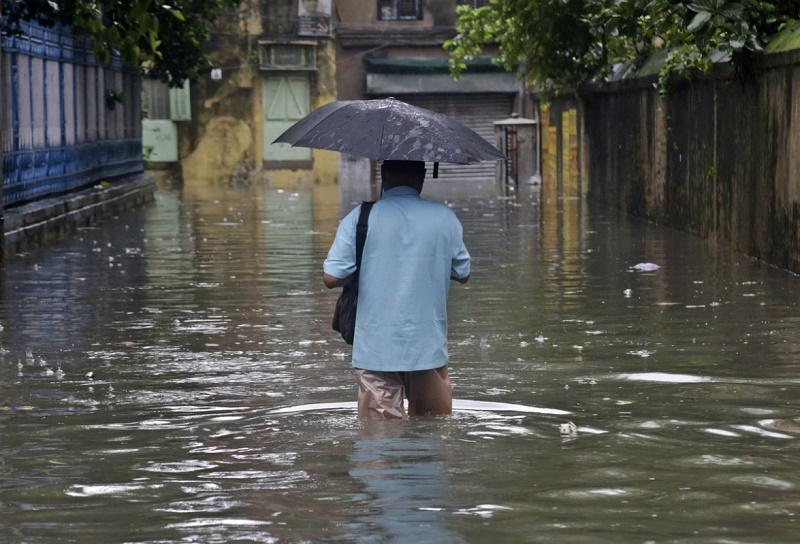 В Индии из-за ливней и наводнения погибли более 350 человек
