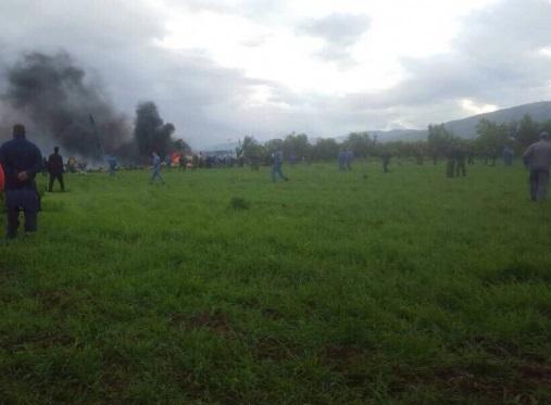 Около 200 человек погибли в Алжире в результате крушения военно-транспортного самолета