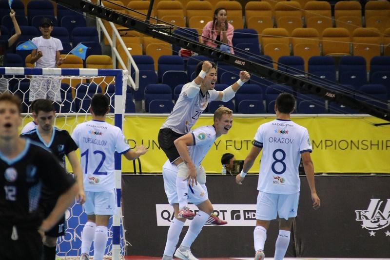 Сборная Казахстана по футзалу разгромила Аргентину и вышла в полуфинал чемпионата мира