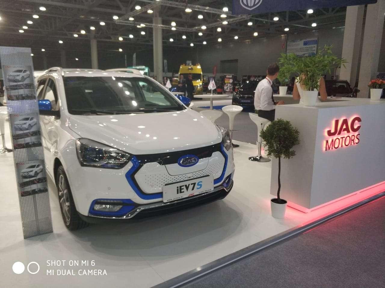 Первый казахстанский электрокар представлен на Московском автосалоне