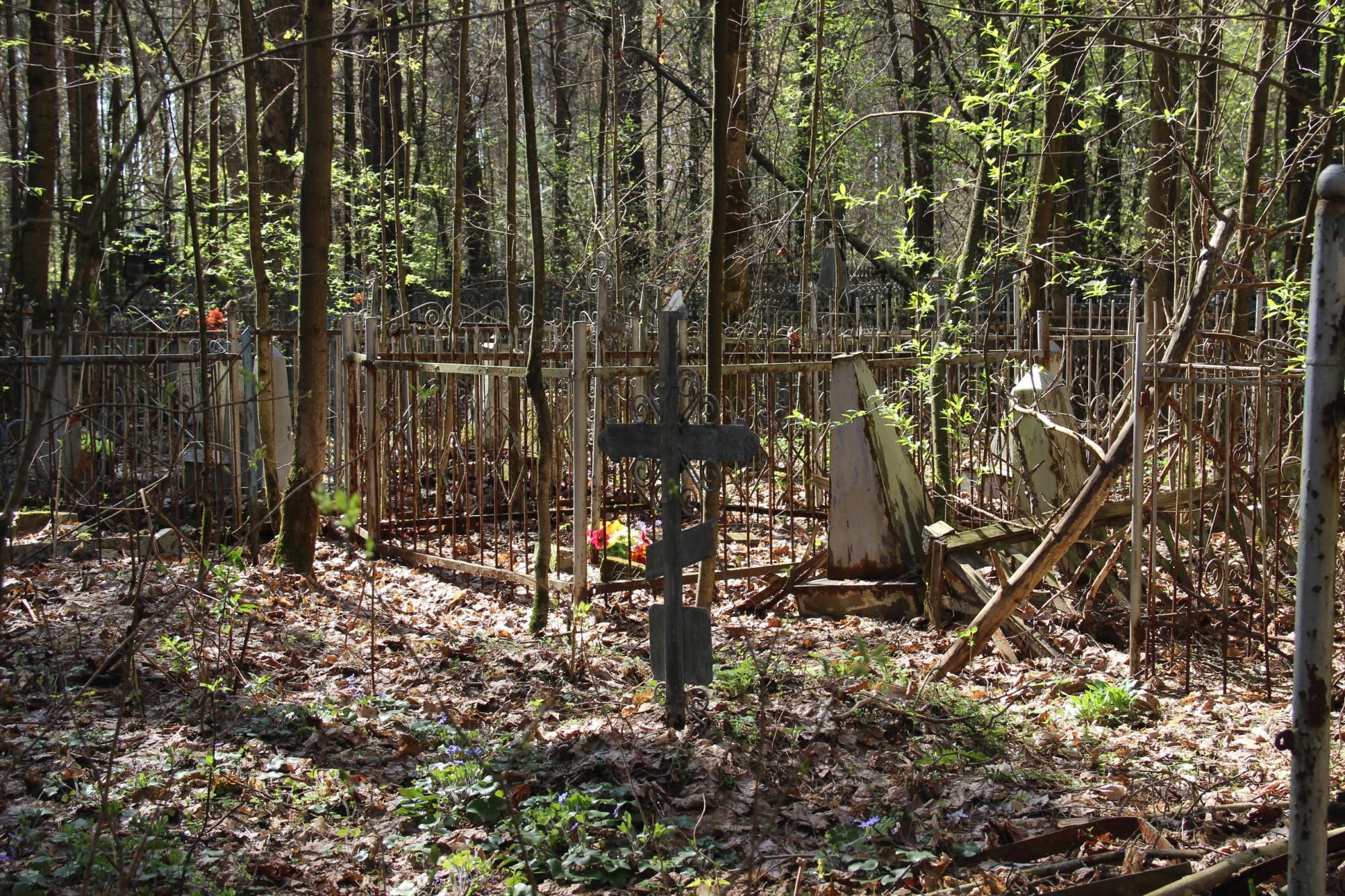 В Актобе пожар на старом кладбище уничтожил десятки могил