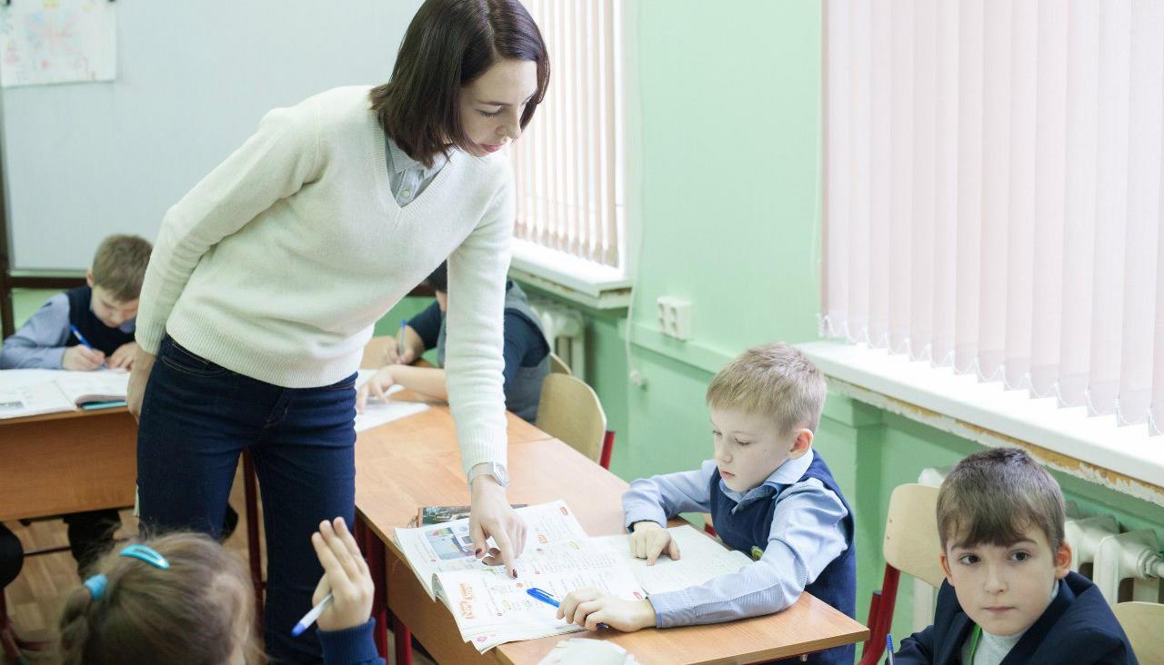 Средний оклад учителя превысит 150 тысяч тенге, пообещал Асет Исекешев
