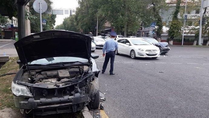 ДТП в Алматы: Шесть человек госпитализированы, трехлетний ребенок в критическом состоянии