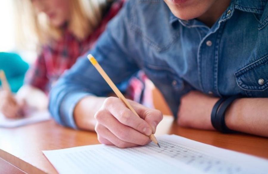 Мектептердің ақылы тестілеу арқылы жаппай заң бұзғаны анықталды