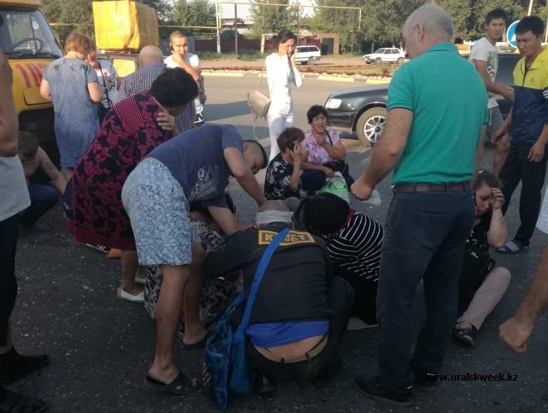 ГАЗель с пассажирами перевернулась в Уральске