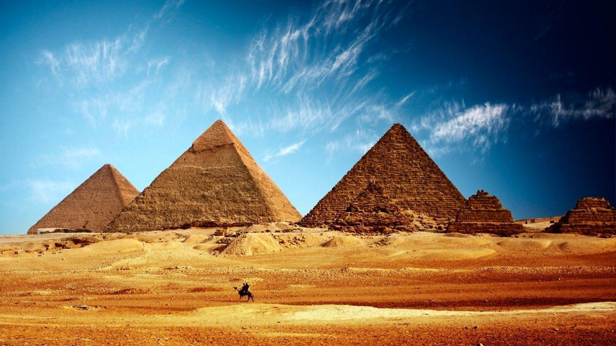 Автобус с 22 казахстанскими туристами перевернулся в Египте, госпитализированы двое - МИД