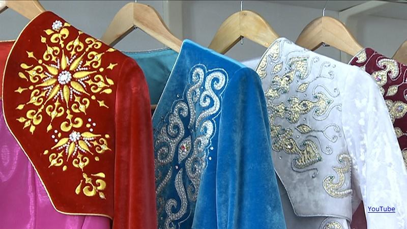 Казахскую национальную одежду показали на фестивале в Ереване