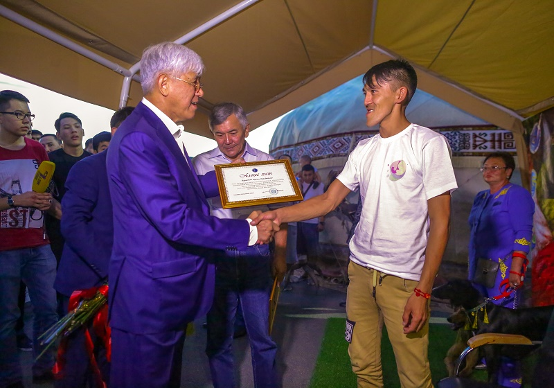 Мастер вязания из Алматинской области установил мировой рекорд