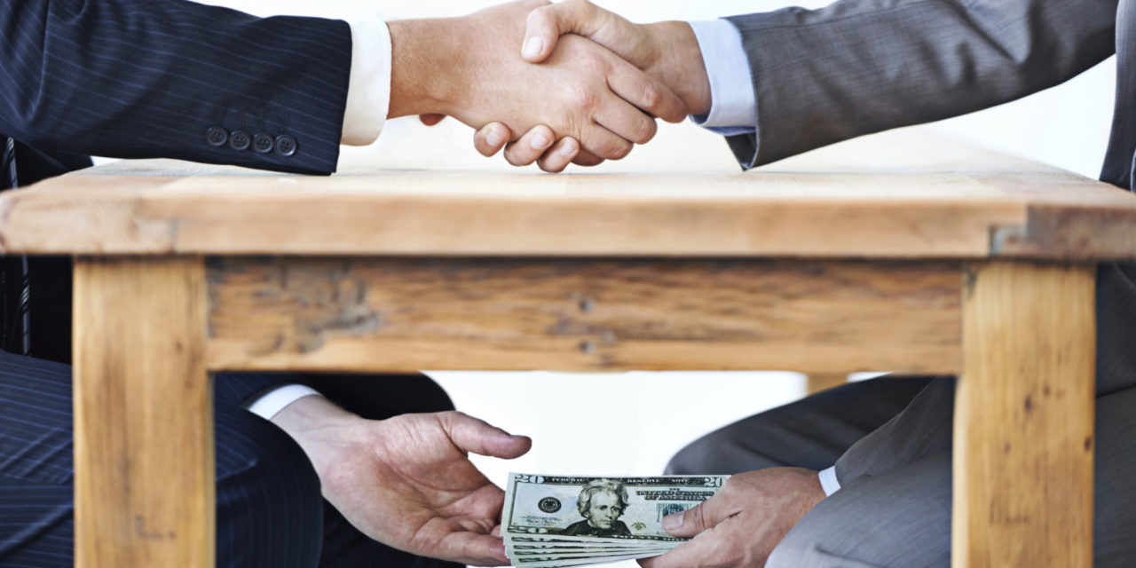 Замначальника УВД Атырау вымогал взятки у иностранцев за выдачу разрешений на работу