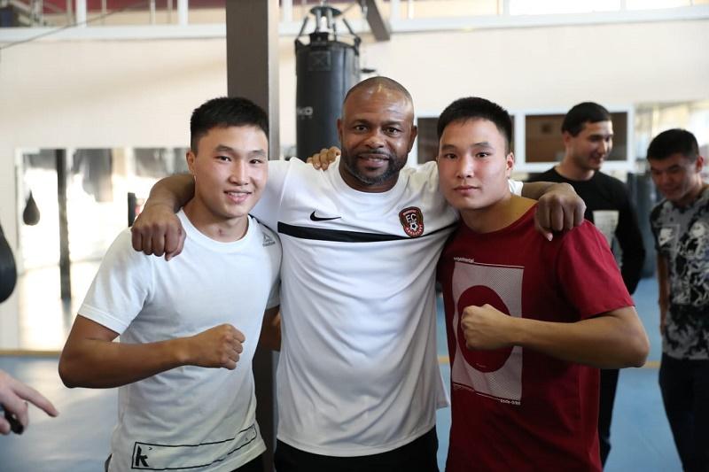 Рой Джонс побывал на базе национальной сборной РК по боксу