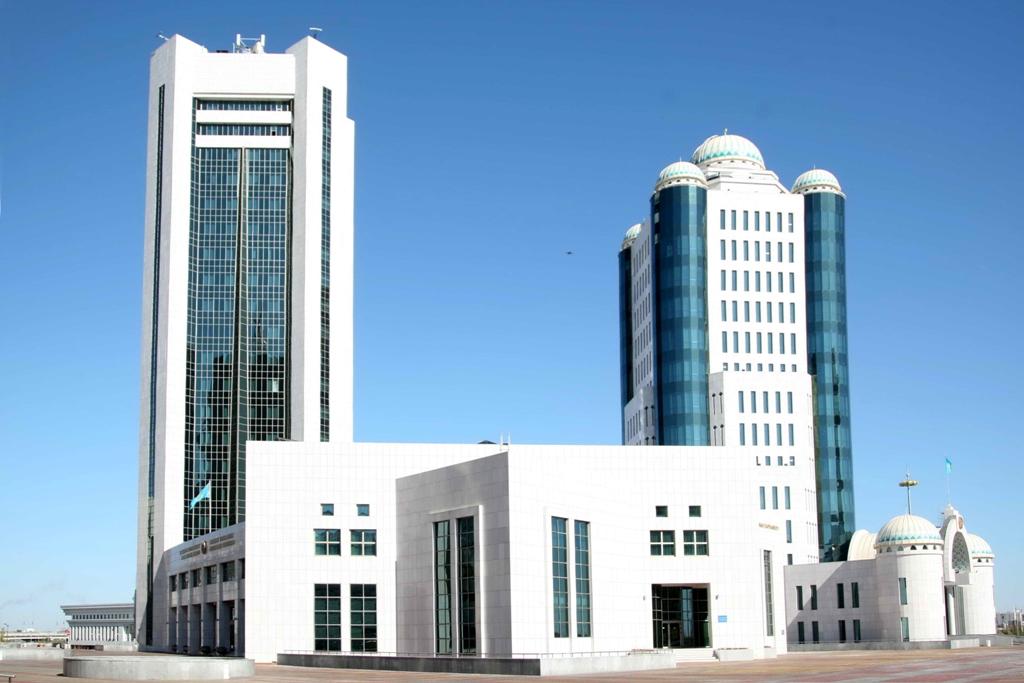 После летних каникул парламент Казахстана приступает к работе