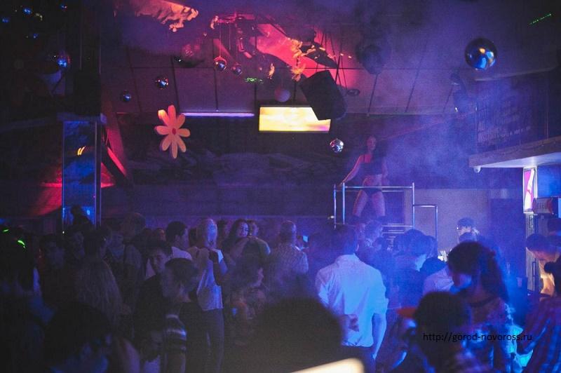 Полицейские проводят внезапные проверки ночных клубов и баров Астаны