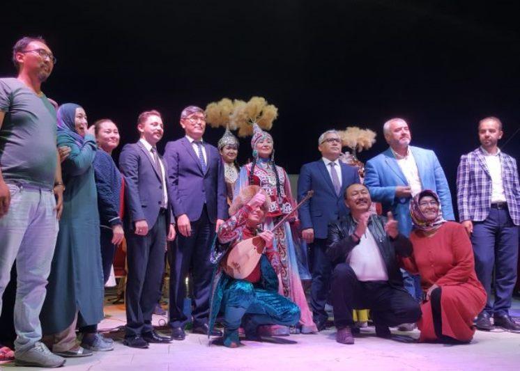 Традиционное искусство казахов представил ансамбль из Жамбылской области в Турции