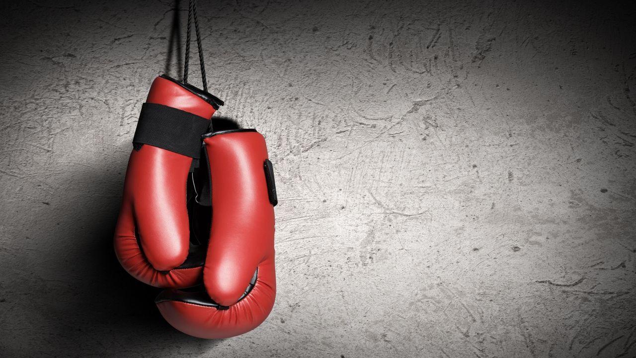 Казахстанский боксер за две минуты одолел американца на чемпионате мира