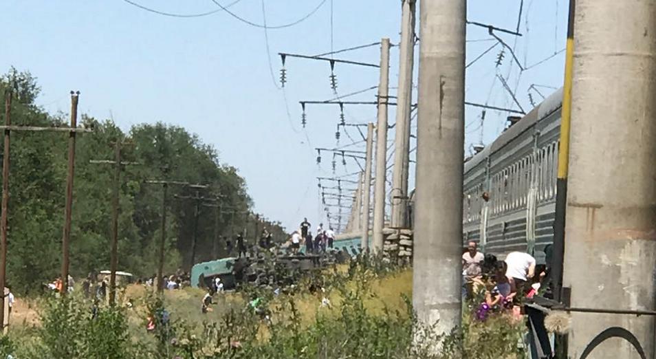 Машинист потерпевшего крушение поезда заметил искривление пути и экстренно затормозил – комитет транспорта