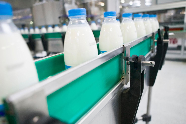 Экспортеры молока из СКО жалуются на задержки груза на границе с РФ