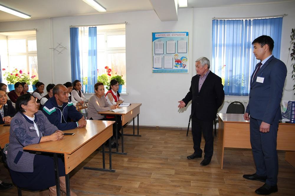 Бердибек Сапарбаев  дал поручение, чтобы в понедельник все ученики вернулись за школьные парты