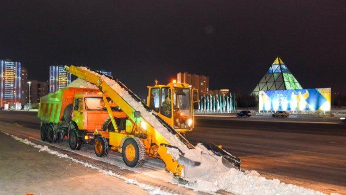 За сутки в Астане убрано более 11 тыс. кубометров снега