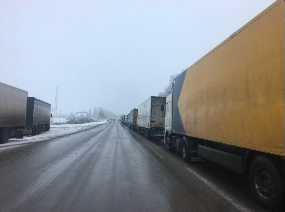 1,2 тысяч грузовиков скопилось на выезде из Белоруссии в страны ЕС