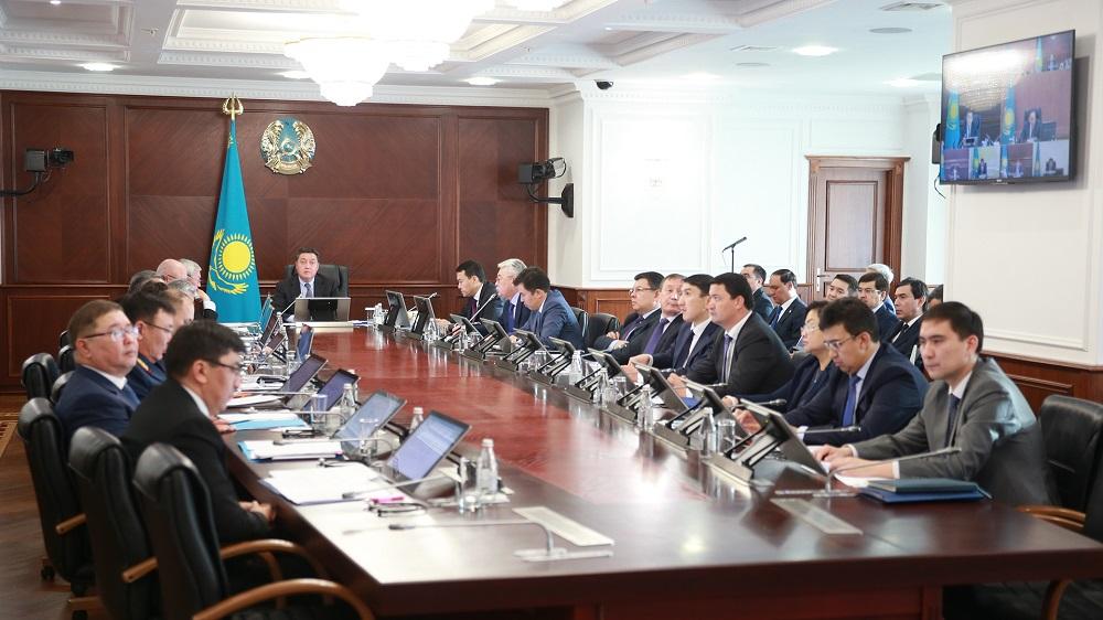 Аскар Мамин поручил выработать меры по развитию рынка труда до 2025 года
