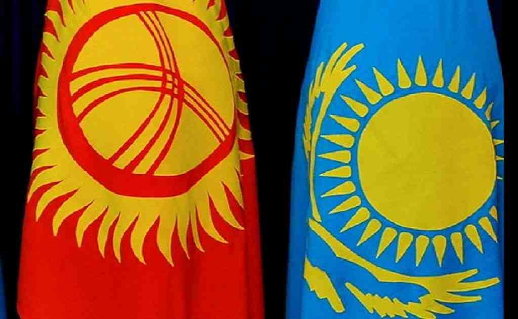 Нурсултан Назарбаев и Сооронбай Жээнбеков обсудили сотрудничество двух стран